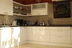 Custom made kitchen by Domus Renova Homes SL.