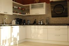 Custom made kitchen by Domus Renova Homes SL.