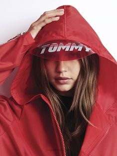 American top model Gigi Hadid continues her association with fashion label Tommy Hilfiger, and collaborates on yet another collection, m. Estilo Gigi Hadid, Bella Gigi Hadid, Gigi Hadid Style, Cara Delevingne, Dove Cameron, Zendaya, Photography Women, Fashion Photography, Film Photography