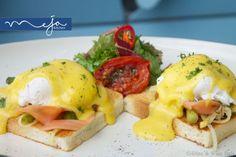 #Norwegian #breakfast #smokedsalmon #poachedeggs #grilled #asparagus #onion #tomato #hollandaise #brioche #salad