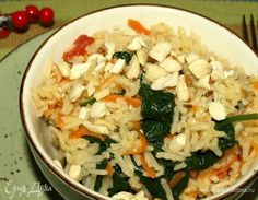 Индийский рис со шпинатом. Ингредиенты: рис басмати, шпинат молодой, помидоры