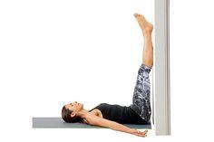Yoga for Runners - International Yoga Day - 8 Yoga Poses for Runners Running Training Plan, Half Marathon Training Plan, Running Tips, Stretches For Runners, Yoga For Runners, Runners Legs, Legs Up The Wall, Wall Yoga, International Yoga Day