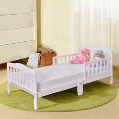 This toddler bed with a classic look is a perfect combination of style, functionality, and durability.