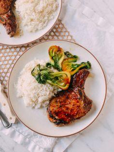 Asian Pork Chops: A Quick & Easy Family Recipe (The Woks of Life) Asian Pork Chops, Seared Pork Chops, Healthy Recipes, Asian Recipes, Ethnic Recipes, Drink Recipes, Easy Recipes, Oriental Recipes, Asian Foods