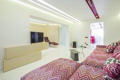 minimalist apartament, epoxy resin flooring orders/price offers at: office Epoxy Resin Flooring, Minimalist Apartment, Marsala, Oversized Mirror, Interior Design, Room, Furniture, Home Decor, Nest Design