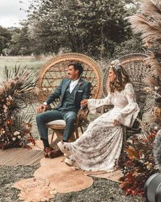 I mean… There's nothing we'd change about this. Note the rug layering: HEAVEN ☁🌞 ⠀⠀⠀⠀⠀⠀⠀… Boho Wedding Shoes, Chic Wedding, Fall Wedding, Dream Wedding, Gypsy Wedding, Boho Gypsy, Bohemian Bride, Outdoor Wedding Inspiration, Boho Wedding Decorations