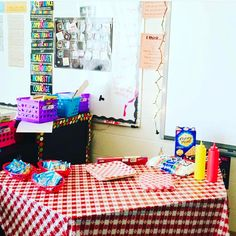 How cute is this s'mores bar @friendlyteacher made for her students for a camping theme lesson?! We do this but I definitely now need some cute camping table clothes and baskets  follow her for more cute ideas!!