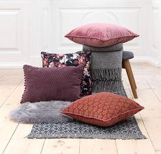 Kako urediti dom u boho stilu? Scandinavian Living, Ottoman, Throw Pillows, Chair, Bed, Inspiration, Furniture, Space, Home Decor