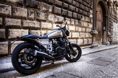 Honda CBX750 Cafe Racer by Shaka Garage #motorcycles #caferacer #motos | caferacerpasion.com