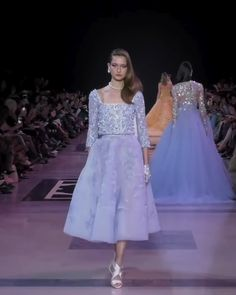 Georges Hobeika Look Spring Summer 2019 Couture Collection : Beautiful Embroidered Purple Two Piece A-Lane Evening Tea Length Dress with Long Sleeves. Fashion Runway Show by Georges Hobeika Georges Hobeika, Tea Length Wedding Dress, Tea Length Dresses, Style Couture, Couture Fashion, Formal Dresses With Sleeves, Short Dresses, Dusty Pink Bridesmaid Dresses, Fashion Runway Show