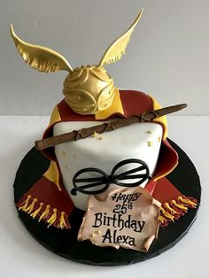7 ideas for birthday cake, inspired by fantasy fiction .- 7 Ideen zum Geburtstagskuchen, inspiriert von Fantasy-Fiktionen (Geeky, aber lec… 7 birthday cake ideas inspired by fantasy fictions (geeky but tasty cake - Harry Potter Motto Party, Harry Potter Bday, Harry Potter Birthday Cake, Harry Potter Food, Harry Potter Theme Cake, Harry Potter Wands Diy, Harry Potter Voldemort, Harry Potter Torte, Harry Potter Cupcakes