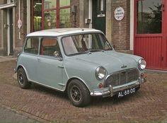 this will kill : Photo Mini Cooper Classic, Mini Cooper S, Classic Mini, Austin Cars, Bmw Classic Cars, Engin, Love Car, Small Cars, Biker Girl