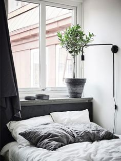 Minimal bedroom interior #interiorgoals #minimalinterior #minimabedroom #interiordecor #interiordesign / Pinterest: @fromluxewithlove / Instagram: @fromluxewithlove
