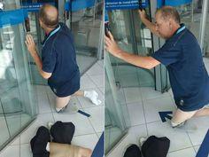 Deficiente retira prótese da perna após ser barrado em banco