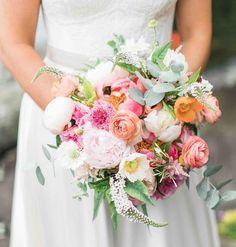 "49 Likes, 2 Comments - Mary Trombley (@lotusfloraldesigns) on Instagram: ""{love} photo   @jennidarling #thebride #bouquet #prettyflowers #simple #romantic #weddingflowers…"""