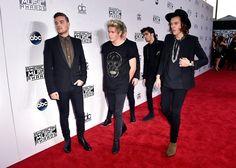 Niall Horan, Harry Styles, Liam Payne, Zayn Malik, and Louis Tomlinson