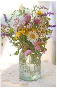 I would much rather have wildflowers in a mason jar than an expensive arrangement from a flower store. Wildflowers make me think of the handfuls of flowers children would pick for their mother. Love the Kerr/Ball mason jar idea for floral arrangements. Fresh Flowers, Wild Flowers, Beautiful Flowers, Flowers In Jars, Exotic Flowers, Summer Flowers, Purple Flowers, Deco Floral, Arte Floral
