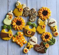 Sunflower Cookies, Sunflower Party, Sunflower Baby Showers, Baby Shower Yellow, Baby Shower Fall, Baby Shower Themes, Shower Ideas, Fall Baby, Cookies