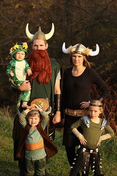 How to train your dragon family costumes. Andy decides that every halloween while we have kids will be spent dressed up like vikings, or something similar. Viking Halloween Costume, Vikings Halloween, Family Halloween Costumes, Halloween Outfits, Holidays Halloween, Cool Costumes, Scary Halloween, Halloween Party, Costume Ideas