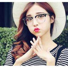 {「画像あり」有名人・芸能人愛用のメガネ大集合!話題のメガネ! } メガネが似あう男女の芸能人を中心に、テレビや映画やプライベートで使っているメガネをまとめた。…