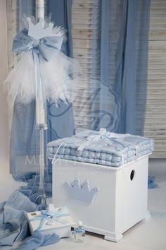 Σετ βάπτισης κουτί ξύλινο με μαξιλάρι, λαδοσέτ και λαμπάδα με διακοσμητικό κορώνα