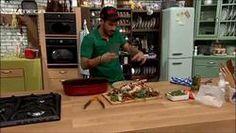 Ζουμερο Ολοκληρο Κοτοπουλο μαγειρεμενο σε Γαλα - Φουρνο.  Ακης. (μετα το ψησιμο το ζουμι απο το γαλα Δεν το χρησ.)