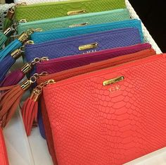 Gigi New York I want a fun color with my future initials aRs Fashion Handbags, Purses And Handbags, Basket Bag, Beautiful Bags, Clutch Wallet, Leather Clutch, My Bags, Luggage Bags, Shopping Bag