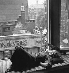 /// Nicole Dumont, Amsterdam, 1934 (Eva Besnyö)