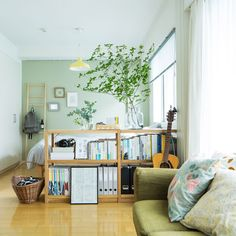 写真 木村文平全2話で、特集「バイヤー竹内のお宅訪問!」をお届けします。ただ今ご注文いただいたお客さまに同梱している「暮らしノオト特別号」では、10名を超えるスタッフが登場し、自宅インテリアをご紹介し Small Living Rooms, Home And Living, Living Room Decor, Living Spaces, Bedroom Decor, Home Office Shelves, Casa Real, Minimalist Room, Cozy Room