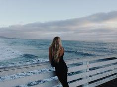 Вот она, значит, какая, взрослая жизнь: строить замки из песка, потом прыгать на них двумя ногами и строить снова, опять и опять, прекрасно зная, что океан их все равно слизнет. Фредерик Бегбедер «Любовь живет три года»