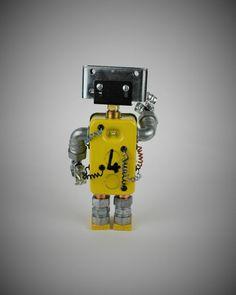 FourBot View#3    #seekrbots #retroscifiart #vintage #vintageart #build #junkbots #antique #robotbuilder #intheworkshop #buildabot #scrapart #metalart #steampunk #steampunkart #robot #scifi #robotsculpture #assemblage #fobot #bot #mini