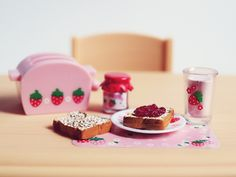 strawberry miniature breakfast, by Re-ment