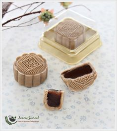 Coffee Snowskin Mooncakes 咖啡冰皮月饼 | Anncoo Journal - Come for Quick and Easy Recipes