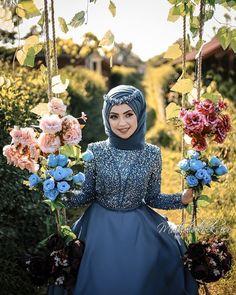 İyi aşklar iyi akşamlar💙 There are different rumors about the history of the marriage dress; tesettür First Narration; Hijabi Wedding, Muslimah Wedding Dress, Formal Wedding, Wedding Simple, Pakistani Bridal Makeup, Bridal Hijab, Hijab Bride, Modest Dresses, Simple Dresses