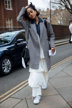 The London Fashion Week Looks That Shut. It. Down. #refinery29 http://www.refinery29.com/2017/02/142153/london-fashion-week-street-style-fall-2017-photos#slide-36
