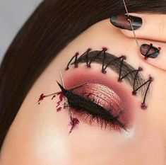 Are you ready for the idea of Halloween makeup looks? let's take a look at the best Halloween make-up we have. All Halloween costumes are included. Edgy Makeup, Eye Makeup Art, Scary Makeup, Horror Makeup, Zombie Makeup, Disney Eye Makeup, Face Makeup, Halloween Makeup Clown, Amazing Halloween Makeup