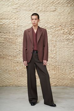 Lemaire Fall 2020 Menswear Fashion Show Collection: See the complete Lemaire Fall 2020 Menswear collection. Look 38 Live Fashion, Fashion 2020, Daily Fashion, Boy Fashion, Paris Fashion, Runway Fashion, Winter Fashion, Fashion Show, Modern Fashion