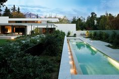Pool Beside Garden Design at Complex Contemporary Architecture Fray Leon House by 57 Studio Architecture Résidentielle, Amazing Architecture, Contemporary Architecture, Modern Contemporary, Design Exterior, Cool Pools, Pool Designs, Beautiful Homes, Swimming Pools