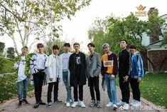 Ziyi with his gang sign, Xiao Gui lookin' like a bush, and Zhangjing being a lil squish - just nine percent things lololol Seung Hwan, Chines Drama, Drama Fever, Pretty Boy Swag, Justin Huang, Boy Idols, Fandom, Dream Boy, Percents