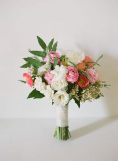 Bridal bouquet with a fresh-picked-from-the-garden look. Bob Gail Special Events. Elizabeth Messina Photography.