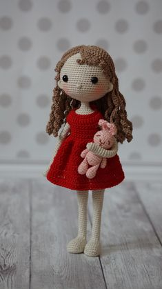 Petunia, a crocheted amigurumi doll pattern! Such a sweet crocheted doll to make! Check out the other gorgeous crocheted doll patterns found by Free Crochet Bag, Crochet Baby Toys, Cute Crochet, Crochet Doll Tutorial, Crochet Doll Pattern, Crochet Patterns, Amigurumi Patterns, Amigurumi Doll, Doll Patterns