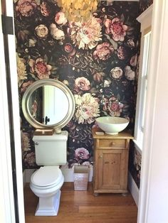 Shabby Home Furnishing: special wallpapers - design inspiration - wallpaper with flowers for the bat Shabby Home, Ellie Cashman Wallpaper, Wallpaper Accent Wall Bathroom, Wallpaper Toilet, Bathroom Wallpaper Vintage, Bedroom Wallpaper, Special Wallpaper, Wc Sitz, Bathroom Colors