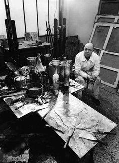 Dubuffet à la palette, rue de Rennes, 3 Feb. 1951 -by Robert Doisneau [+] [Ref.: Jean Dubuffet (1901-1985) - dossier Centre Pompidou] via doisneau