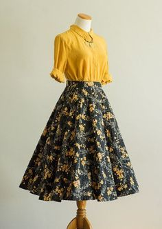 Vintage 50s Rock / 50th Year Stopped Rock / Small Rock / Waxfl #Women #Fashion Pretty Outfits, Pretty Dresses, Beautiful Dresses, Mode Outfits, Dress Outfits, Fashion Outfits, Circle Skirt Outfits, Fasion, Full Skirt Outfit