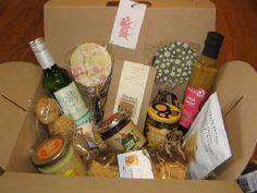 Hamper jam-packed with delicious artisan yummies!