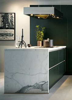 32 The Best Green Kitchen Marble Design Ideas - The most popular kitchen stones are the marble; because marble are very elegant and it gives classic look. It can last for a long time and is also dur. Marble Floor Kitchen, Stone Kitchen, Dark Green Kitchen, Round Marble Table, Dark Green Walls, Dark Interiors, Green Marble, Kitchen Pictures, Kitchen Countertops