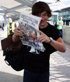 Now for the people that know my dad, look at the guy in the green shirt behind Harry. Now that is a coincidence.:)