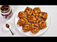 Cozonac floare cu Nutella (CC Eng Sub) Pecan Recipes, My Recipes, Dessert Recipes, Cooking Recipes, Favorite Recipes, Desserts, Cinnamon Star Bread Recipe, Nutella Star Bread, Herb Bread