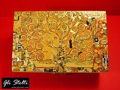 """Scatola artigianale in legno dipinta, decoupata ed arricchita con foglia d'oro a mano """"L'Albero della Vita di Klimt"""". Vai al link per tutte le info: http://glistolti.shopmania.biz/compra/scatola-in-legno-decorata-l-albero-della-vita-di-klimt-398 Gli Stolti Original Design. Handmade in Italy. #glistolti #moda #artigianato #madeinitaly #design #stile #roma #rome #shopping #fashion #handmade #handicraft #style #arte #art"""