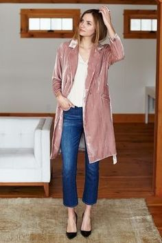40 Smart Outfit Layering Ideas when it's Cold AF – Sayfa 17 – Women Style Vestidos Retro, Look Rose, Coats For Women, Clothes For Women, Smart Outfit, Velvet Jacket, Velvet Coat Women, Layering Outfits, Velvet Fashion